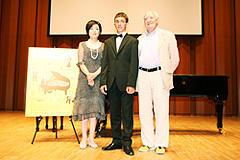 左から:司会の竹下景子さん、テオ・ゲオルギュー、フレディ・ムーラー監督